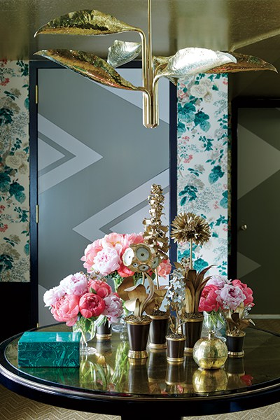 A floral chintz covers the walls of an anteroom by Young Huh in 2014. Photo by Ngoc Minh Ngo, Forty Years of Fabulous: The Kips Bay Decorator Show House by Steven Stolman, Gibbs Smith 2015