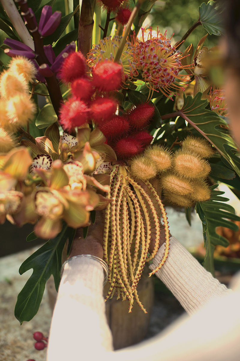Hawaiian teresa senas bold creation flower magazine materials coconut fiber sphagnum moss cardboard palm xanadu philodendron ornamental bananas apple bananas dragon fruit spiral ginger orange tulip izmirmasajfo