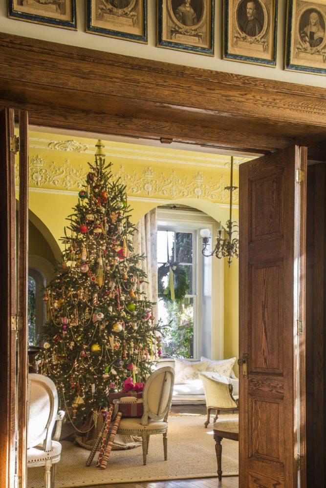Yellow music room, Christmas tree