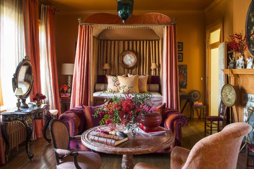 bedroom holiday decor