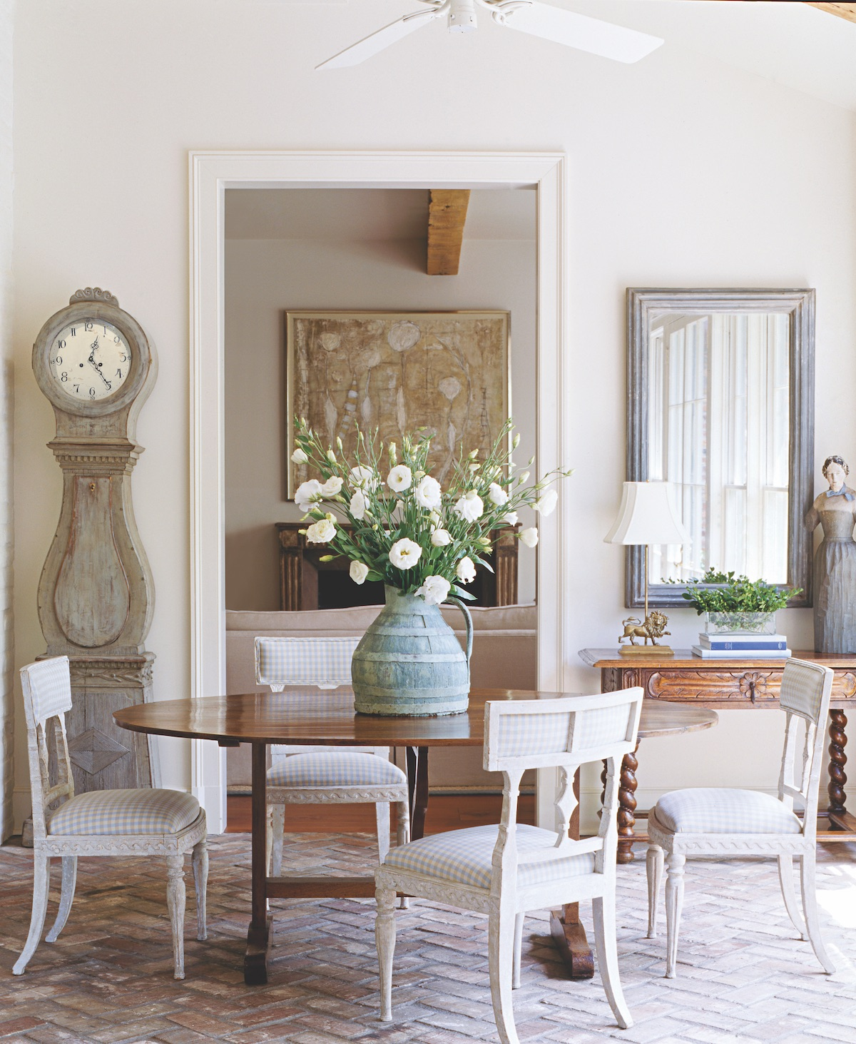 Dining Room Flowers Decoration