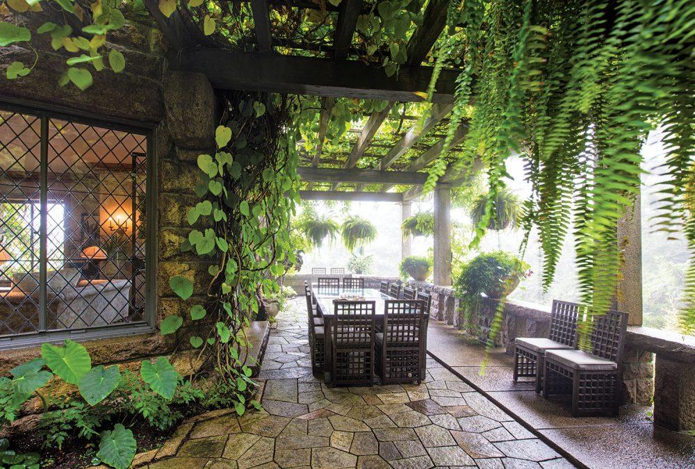 dining terrace, martha stewart's summer home, skylands