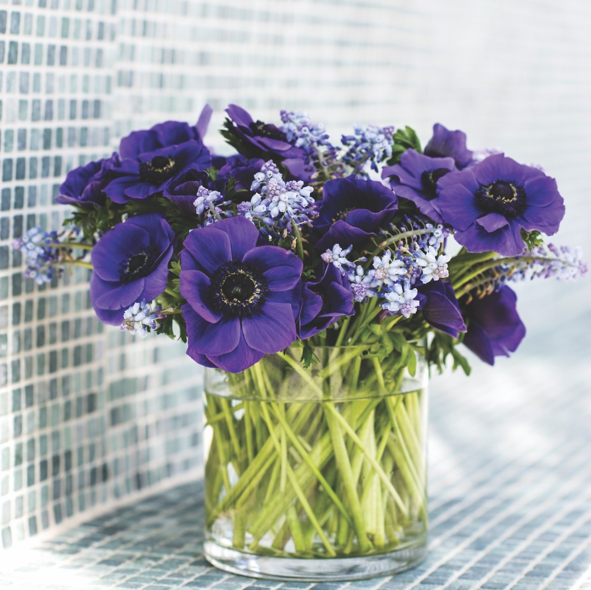 Simple Flower Arrangements Three Flowers Or Less Flower Magazine
