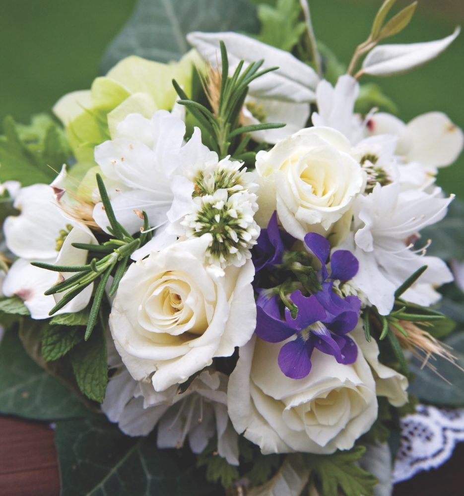 white tussie mussie, wedding flowers, meanings of flowers