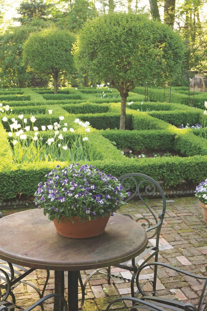 Bunny Williams garden, parterre