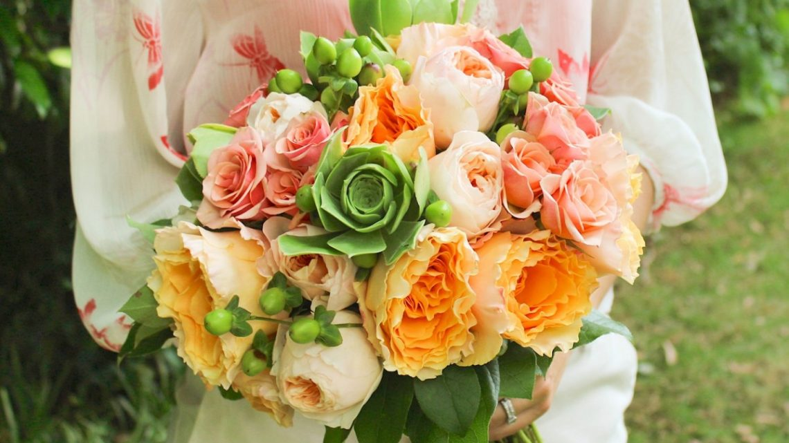 garden rose bouquet, peach and green wedding bouquet