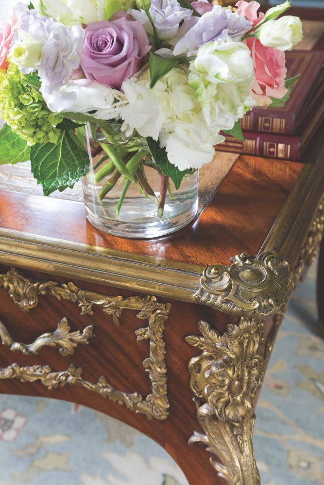 buying antiques at auction