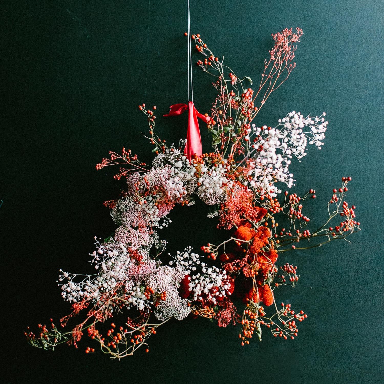 asymmetrical wreath, floral wreath, unconventional Christmas wreath