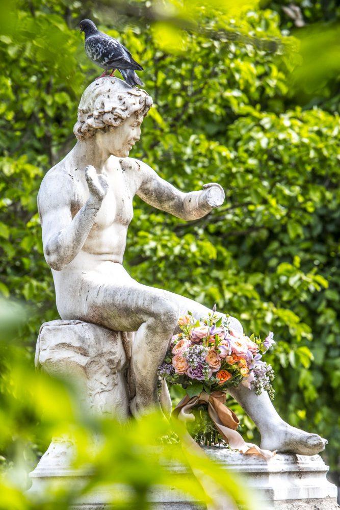 Paris statue: Le Charmeur de Serpent