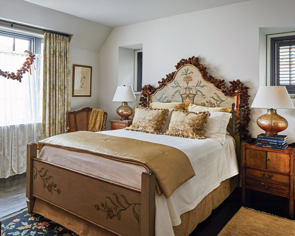 guest bedroom decorated for holiday home tour