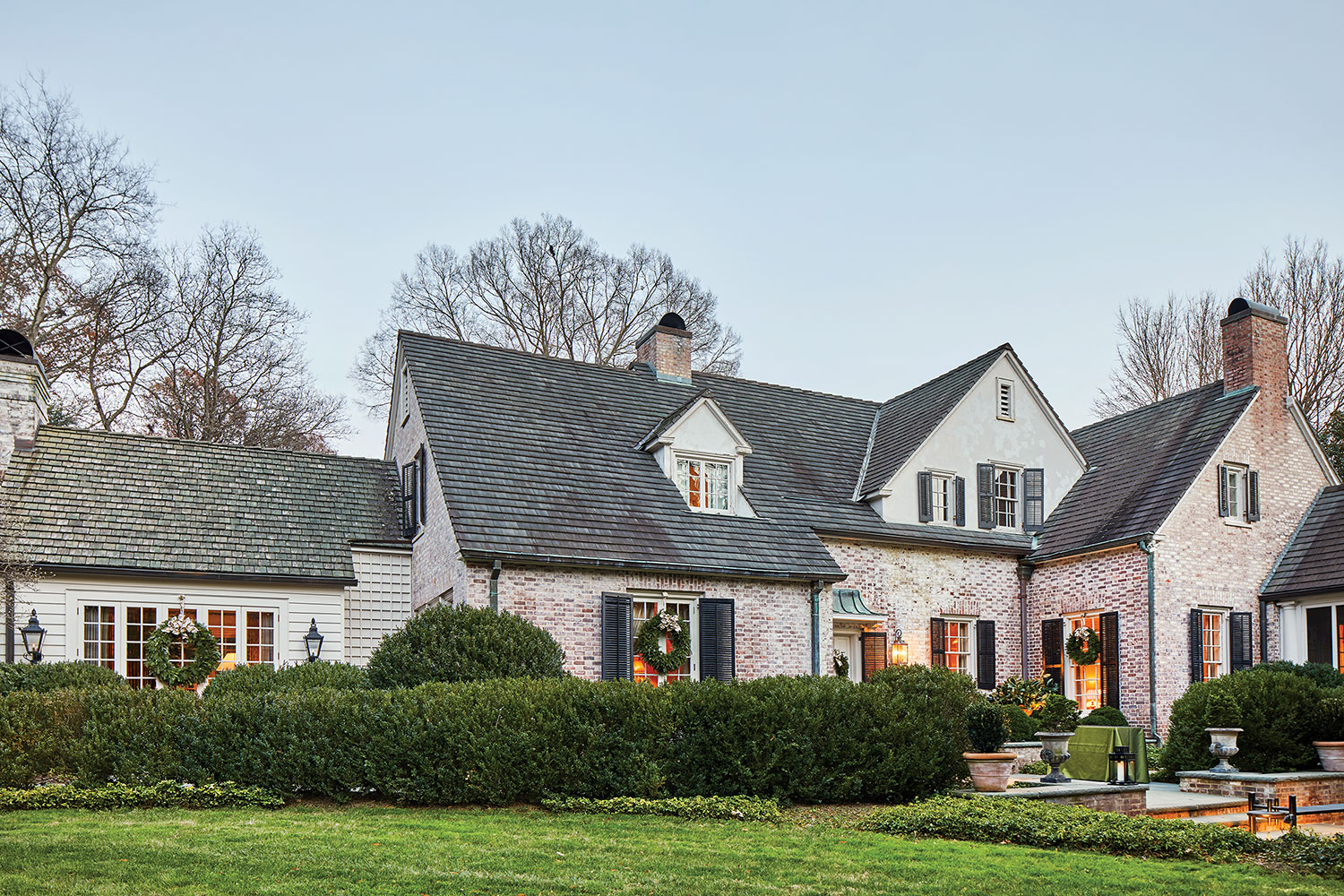 1920s Colonial-style cottage with limewashed brick exterior