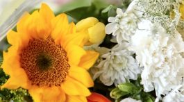 Grocery store flowers, Annie Selke Flower Challenge and Giveaway
