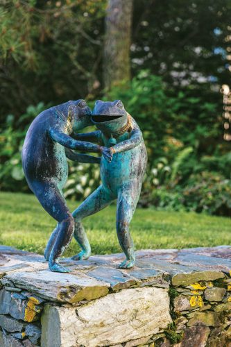 dancing frogs outdoor sculpture