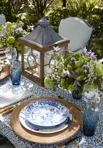 alfresco table setting, outdoor living