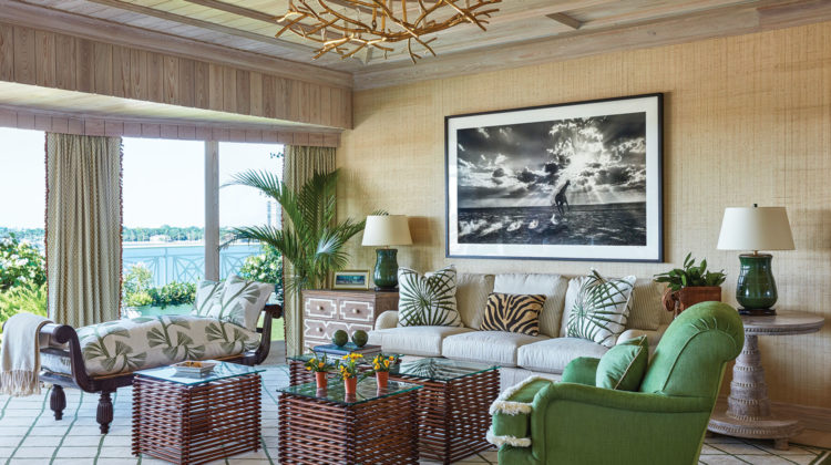 Palm Beach-style living room by Kemble Interiors