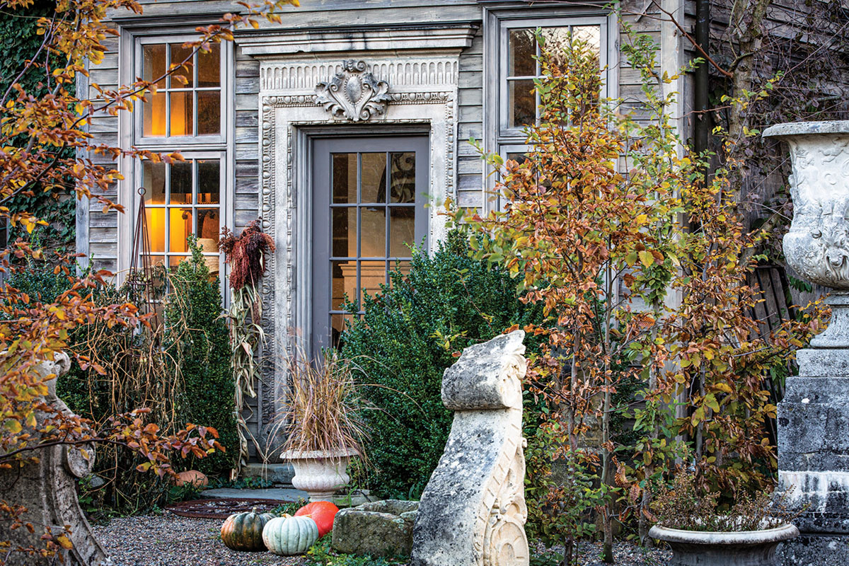 Jardin de Buis front entrance surrounded by fall foliage