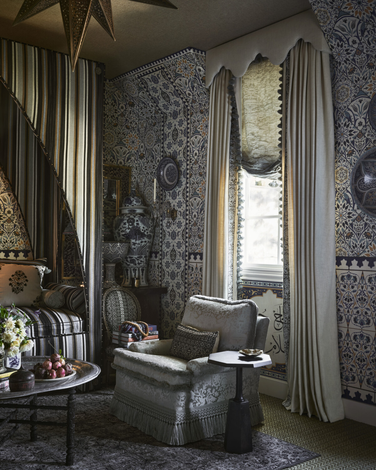 Blue-and-white Moroccan-inspired interior design by Michelle Nussbaumer for Kips Bay Dallas Showhouse 2020