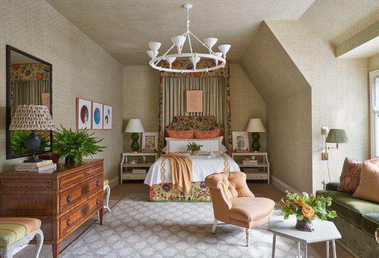 Guest room designed by Lauren Hudson of Wells Design for Kips Bay Dallas showhouse 2020
