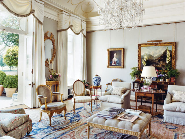 drawing room decorated by Veere Grenney