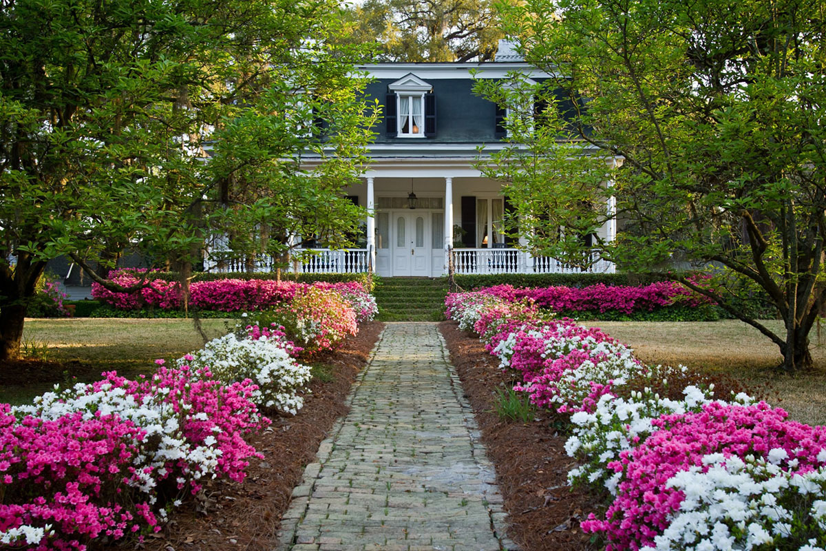 historic home and garden in Summerville, SC