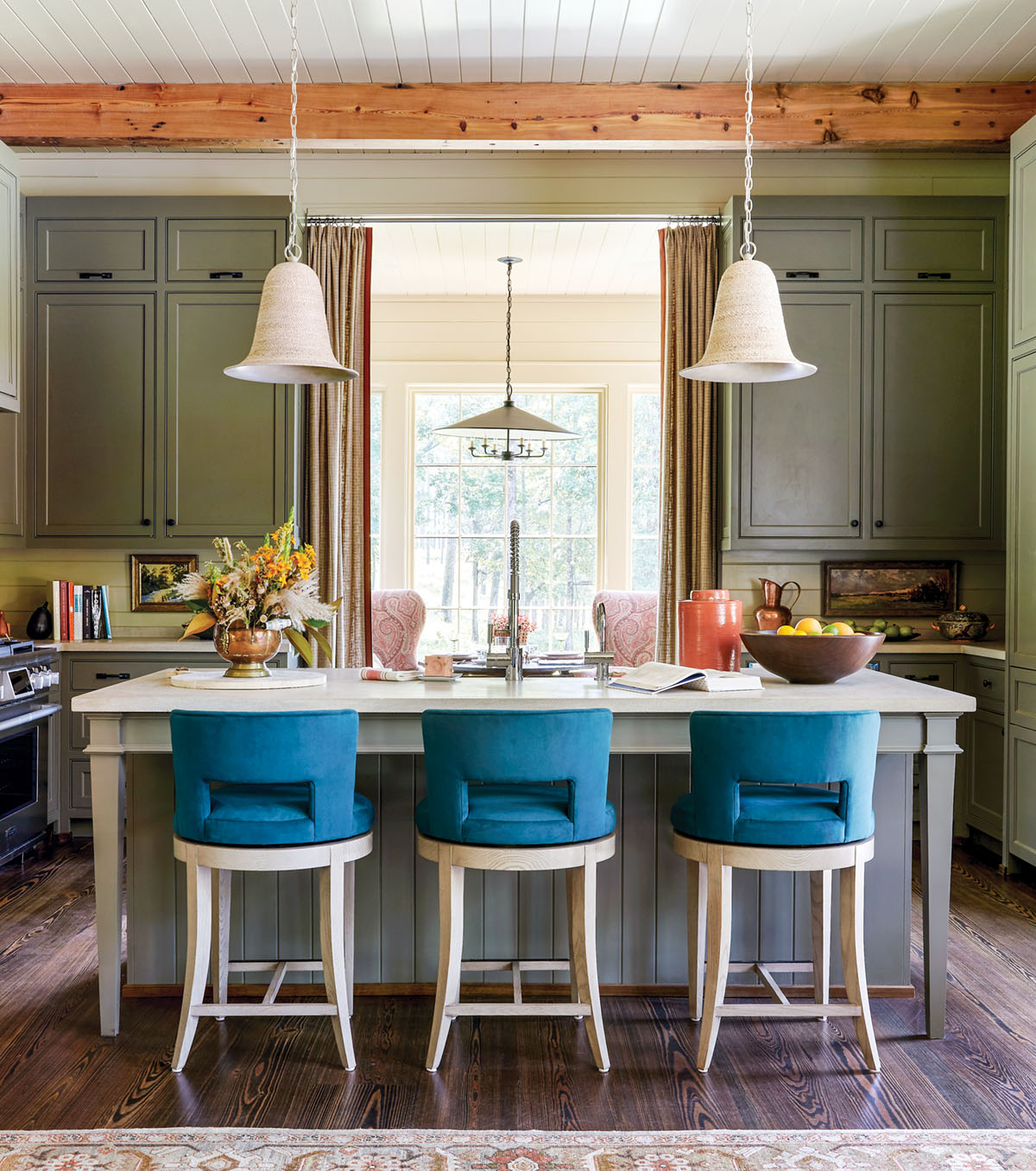 Flower magazine showhouse at Brierfield, kitchen island, cabinetry